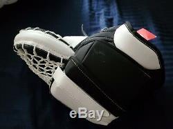 Guerrier Principal De Hockey Sur Glace Gardien De But Blocage Et Gant Noir Et Blanc